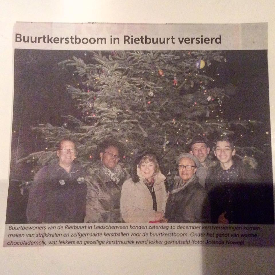 Buurtkerstboom versieren in de Rietbuurt 2016